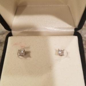 1/2 ct. diamond earings